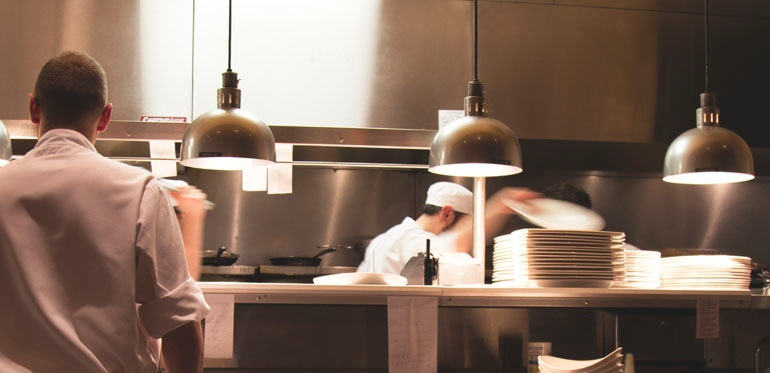 melamine-dinnerware-under-heat-lamps.jpg