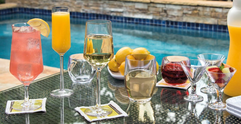 plastic-vs-glass-drinkware-poolside-patio.jpg
