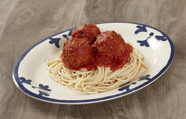 How to Serve Pasta: Plates vs Bowls?