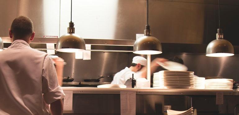 What Happens if You Put Melamine Dinnerware Under Food Warmer Heat Lamps?