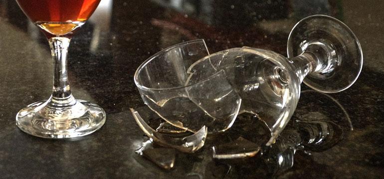plastic-vs-glass-drinkware-broken-glass.jpg