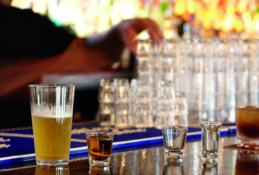 Plastic vs Glass Drinkware for Commercial Foodservice: Which is Better?
